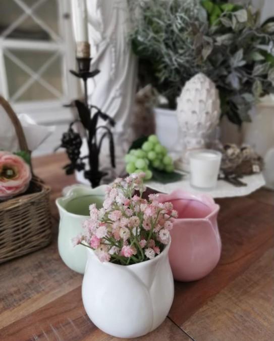 Lille hvid tulipanformet potteskjuler/vase H: 11 cm.  - 1