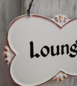Hvidt skilt Lounge i metaltråd 7,5x12 cm.  - 2