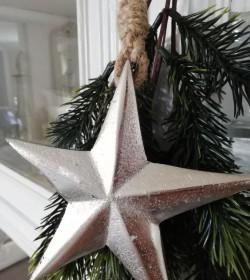 Metal stjerne med rustik snor Ø: 11 cm.  - 2