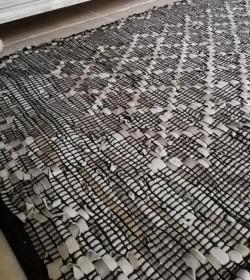 Tæppe sort/grå/beige i læder 70x140 cm.  - 2
