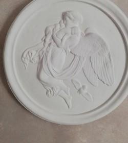 Relief i gips engel med børn i favnen Ø: 37 cm.  - 1