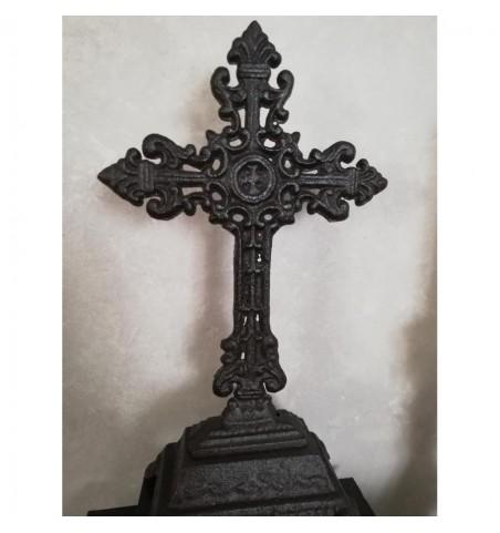 Mørkt stående kors H: 25 cm.    - 2