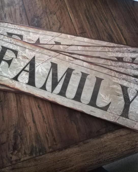 Family skilt 13x49 cm.  - 1
