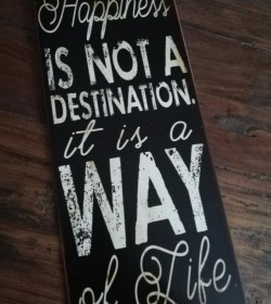 Sort skilt Happiness is not a destination 13x30,5 cm. - 1
