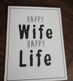 Hvidt skilt Happy wife, happy life 26,5x35 cm.  - 1