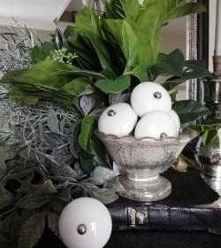 Møbelknop stor hvid porcelæn Ø: 4,5 cm.  - 1