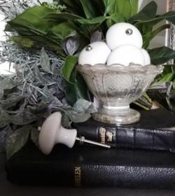 Møbelknop stor hvid porcelæn Ø: 4,5 cm.  - 2