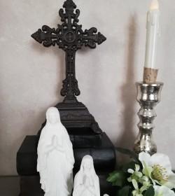 Mørkt stående kors H: 25 cm.