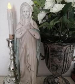 Bedende madonna antikhvid/opal H: 36 cm.  - 2