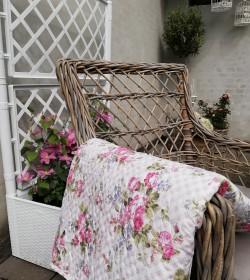 Blomstret tyndt vattæppe...