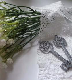 Lille dekorationsnøgle i zink pr. stk.  - 1