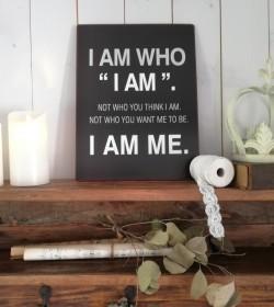 Sort skilt I am who I am......