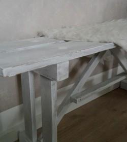 Lille hvidpatineret bænk 118,5 cm.  - 3