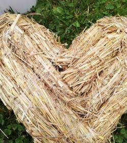 Fyldt hjerte i halm Ø: 22 cm.