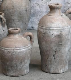 Stor terracotta flaske med...