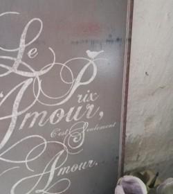 Gråt skilt med fransk tekst (Le prix...) - 2