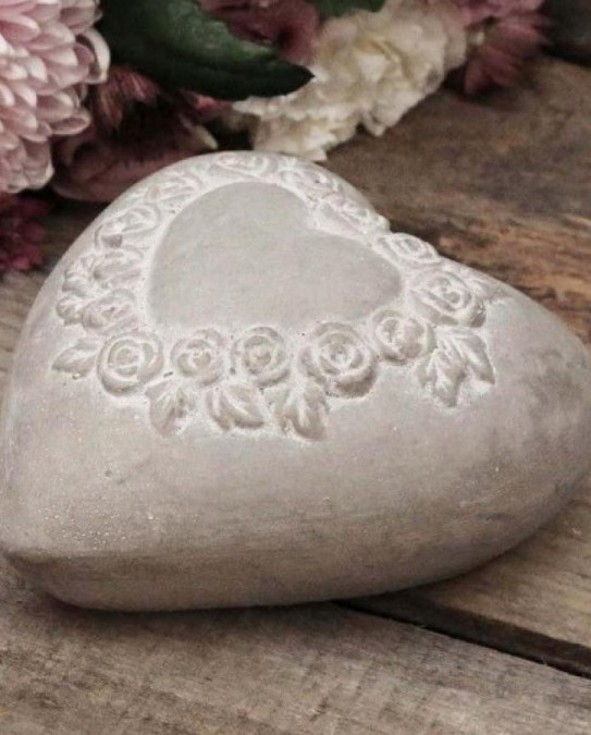Gråt cementhjerte med roser - 1