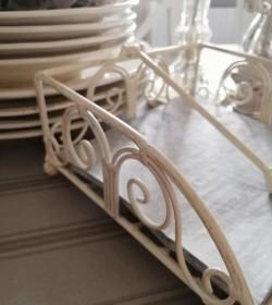 Cremehvid servietholder i metal - 2