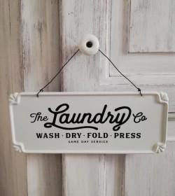 Hvidt skilt med metaltråd 'Laundry'  - 1