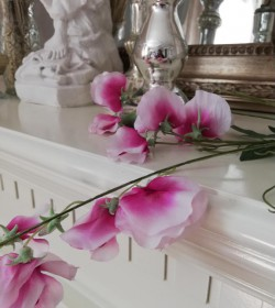 Kunstig ærteblomst lilla/hvid L: 70 cm. pr. stk.  - 2
