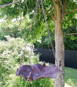 Rustfarvet fuglebad/foderfad med kæde - 1