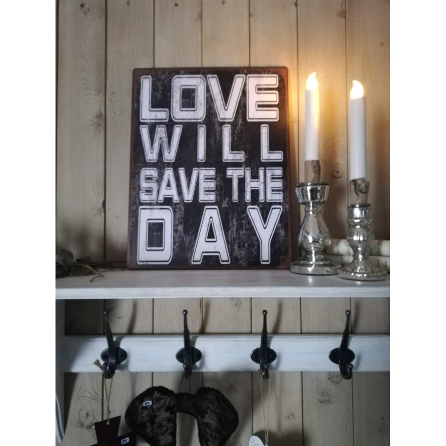 Sort skilt Love will save the day 30,5x39,5 cm.